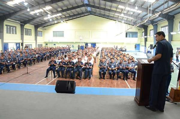 """PAMPANGA. Chief Superintendent Joel Napoleon Coronel, Police Regional Office Central Luzon director, delivers his message during the launch of """"My brother's keeper"""" program. At least 500 policemen from different provincial and city police offices attended the activity. (Ric Sapnu)"""
