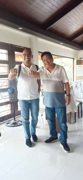 NEGROS. Businessman Franky Uy and Roger Baay, head of the Hugpong ng Pagbabago (HnP) secretariat, meet to discuss preparations for the HnP grand rally in Isabela. (Teresa Ellera)