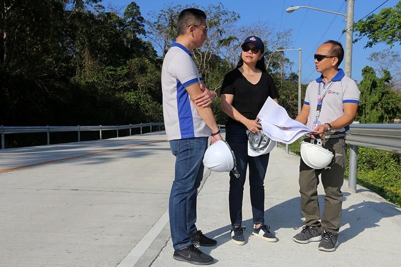 PAMPANGA. Subic Bay Metropolitan Authority chairman and administrator Wilma Eisma inspects road rehabilitation projects in the Subic Bay Freeport along El Kabayo Road with Deputy Administrator for Public Works Marco Estabillo and Engineering Department head Gary Fernandez. (Ric Sapnu)