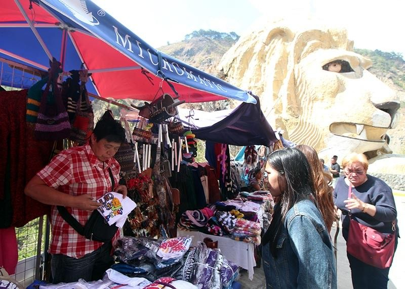 BAGUIO. After months of closure for rehabilitation, Kennon Road is temporarily opened. Vendors along the road enjoy brisk sales during the weekend. (Photo by Jean Nicole Cortes)