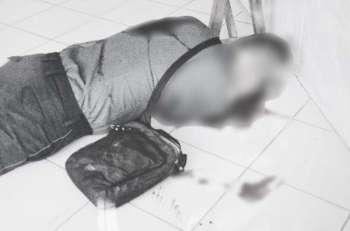 CEBU. Patay ang usa ka pulis human kini gipusil sa may lobby gawas sa Regional Trial Court office sa Danao City Hall Complex, adlawng Huwebes, Marso 21. (Tampo nga hulagway)
