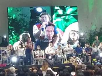 SUGBO. Maski pa lain ang gibati, mitunga gihapon ang pangulo sa Hugpong ng Pagbabago, Davao City Mayor Sara Duterte aron suportahan ang sakop sa Hugpong ng Mandaue sa Pagbabago ni Mandaue Mayor Luigi Quisumbing. (Hulagway gikan ni Fe Marie Dumaboc)