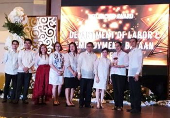 PAMPANGA. Dole Bataan provincial head Leilani Reynoso (2nd, R) receives the Red Orchid Award 2018 from the Department of Health during the recent 7th Central Luzon Excellence for Health at Clark Freeport. (Jelyn Abella/Dole-Central Luzon)