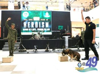 CAGAYAN DE ORO. Military officers of the 4th Infantry Division show how their K-9 bomb-sniffing dog unit perform under their command, inside a mall in Cagayan de Oro as part of the 122nd founding anniversary of the Philippine Army. These dogs are also trained to detect illegal drugs and other harmful substances. (4ID photo)