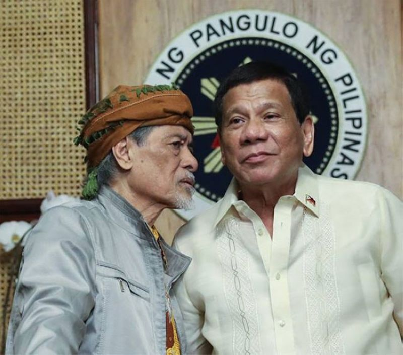 MANILA. President Rodrigo Duterte (right) chats with Moro National Liberation Front founding chairman Nur Misuari at a meeting at the Malacanan Palace on March 19, 2019. (Presidential Communications photo)