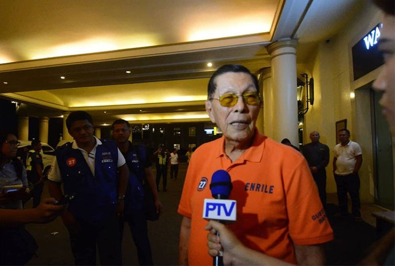 CEBU. Former senator Juan Ponce Enrile interviewed by media outside the main entrance of the Waterfront Hotel in Cebu. (Amper Campana)