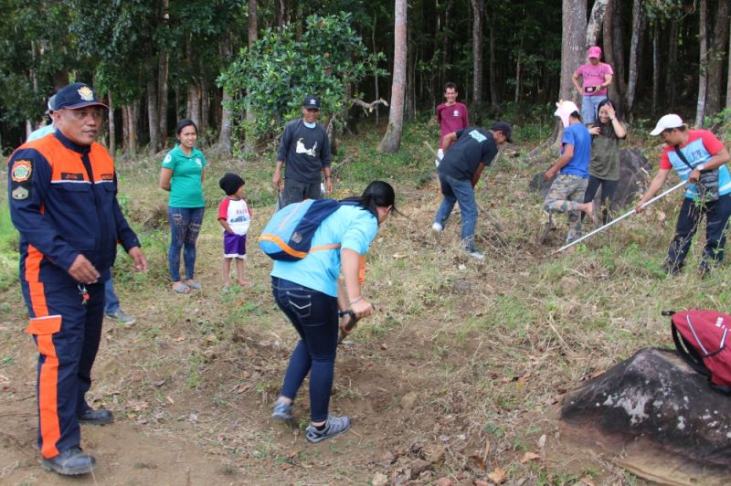 BACOLOD. Senior Fire Offier Julius Jovia leads Forest Fire Prevention Training at Wasay Ranger Station in Barangay Minoyan, Murcia, Negros Occidental. (Contributed photo)