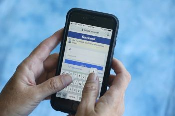 USA. In this Aug. 21, 2018, file photo a Facebook start page is shown on a smartphone in Surfside, Fla. Facebook said Thursday, March 21, 2019, that it stored millions of its users' passwords in plain text for years. The acknowledgement from the social media giant came after a security researcher posted about the issue online. (AP)