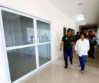 "PAMPANGA. Governor Lilia ""Nanay"" Pineda is accompanied by Sto. Tomas Mayor John Sambo as she inspected on Thursday, March 21, 2019, the soon to be completed P48 million Sto. Tomas Community Hospital, a project of Fourth District Congressman Juan Pablo ""Rimpy"" P. Bondoc and the Sambo administration. (Photo by Chris Navarro)"