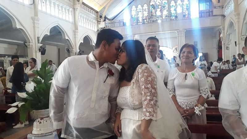 CAGAYAN DE ORO. Couples Kim Darren Telmoso and Juvelyn Nabong share kiss together on their wedding day, Saturday, March 23. The couple is one of the 10 pairs who got married inside the St. Augustine Church, as part of the activity of the Community Based Rehabilitation Program (CBRP) implemented through the City Anti-Drug Abuse Council (Cadac), as some of the grooms and family members of the newly-wedded couples are graduates of the said program. (Jo Ann Sablad)