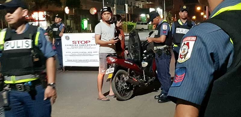 CAGAYAN DE ORO. Police operatives in Cagayan de Oro City conduct a checkpoint inspection to motorists at night, as part of the mandate from the Commission on Elections, especially when it declared Category Red to the whole island of Mindanao, on top of the extended martial law. (Nef Luczon)