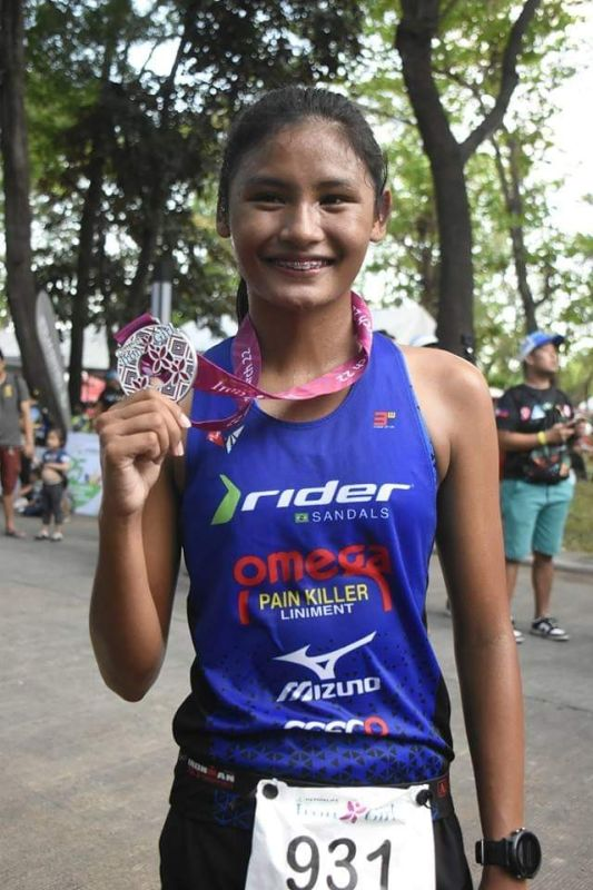 IRON GIRL. Karen Manayon of Talisay City, Cebu shows her medal after topping the Herbalife Nutrition IronGirl five-kilometer run at the Azuela Cove in Davao City late Friday afternoon. (Ralph Lawrence G. Llemit)