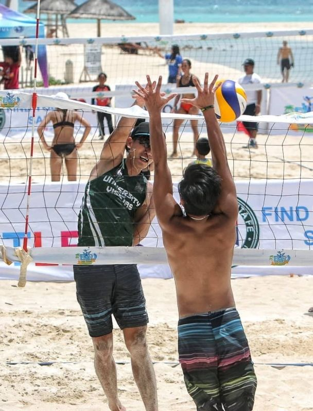 CEBU. Jade Becaldo of UV scores a spike against the Tigers in the quarterfinal round. UV won this match but lost to the   Philippine Air Force in the semis. (Alex Badayos)