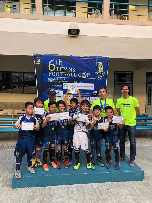 WINNERS. Springdale coaches (from left) Willy Caballero, Mario Ceniza and Edgar Allan Jabone celebrate with the team after winning the Players 9 division. (Contributed photo)