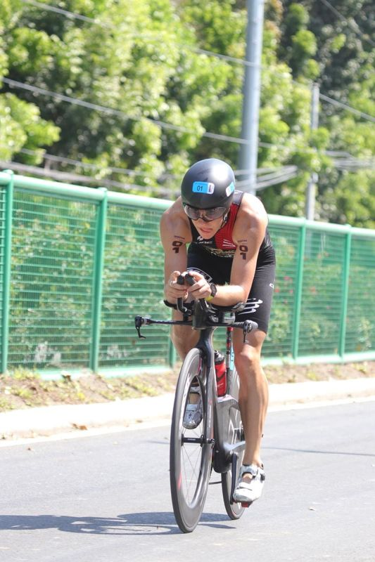 DAVAO. Bike mechanical problem hurt 2018 pro men 2018 champion Mauricio Mendez's title-retention bid in the second Alveo Ironman 70.3 Davao held in an out-and-back course from Azuela Cove Sunday, March 24. (Photo by Mark Perandos)