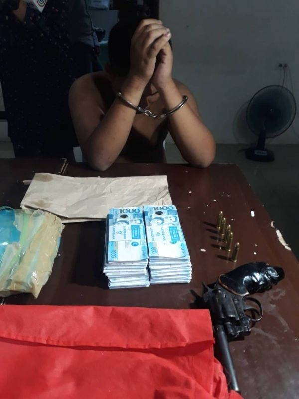 CEBU. The authorities seized from Michael David Marzon de Gracia were three kilos of white crystals believed to be shabu with an estimated street value of P6.8 million. (Contributed photo)