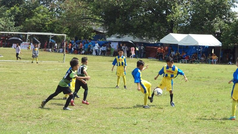 DAVAO. Young boys play an elimination round game during the Araw ng Davao Football Festival 2019 held at Tionko field over the weekend. (Contributed photo)