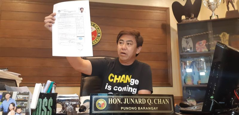 """PROOF. Pajo Barangay Captain and mayoralty candidate Junard """"Ahong"""" Chan shows a copy of his certificate of candidacy. (SunStar photo / Flor V. Querubin)"""
