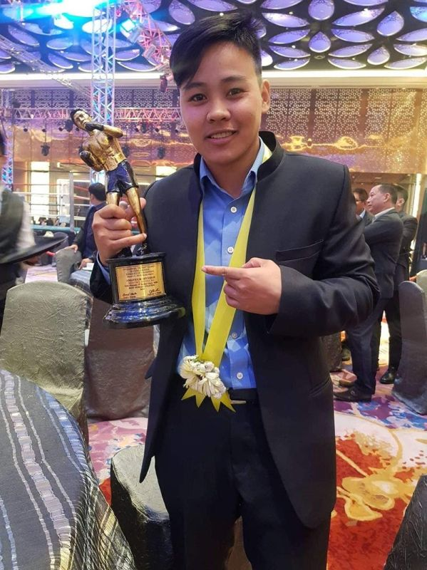 """DAVAO. Former Davao City standout Nesthy Alcayde Petecio is feted as the Best Female Fighter in the recently-concluded 19th Gabriel """"Flash"""" Elorde Memorial Awards for winning a gold medal in the 1st Indian Open International Boxing Tournament held in February 2018. (Nesh Petecio Facebook)"""