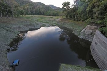 CEBU. The Metropolitan Cebu Water District can no longer draw water from the Buhisan Dam. On Monday, March 25, the weak El Niño caused the water level at the dam to fall below the level of its discharge pipe. (Alex Badayos)