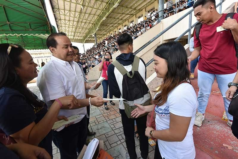SAN FERNANDO. Special Program for the Employment of Students (SPES) Vice- Governor Dennis 'Delta' Pineda led the distribution of salaries to some 3,399 SPES beneficiaries held on Monday, March 25, at the Bren Z. Guiao Sports Complex in the City of San Fernando. (Contributed photo)