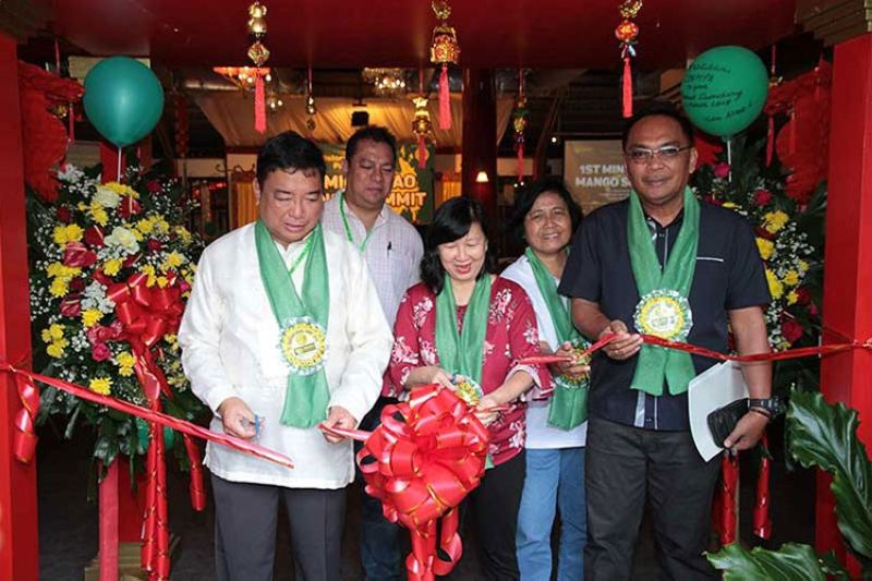 ZAMBOANGA. Agriculture Undersecretary Evelyn Laviña (center) leads the ribbon-cutting ceremony to showcase mango products during the Mango Summit in Dapitan City on Tuesday, March 26, 2019. (Contributed photo)