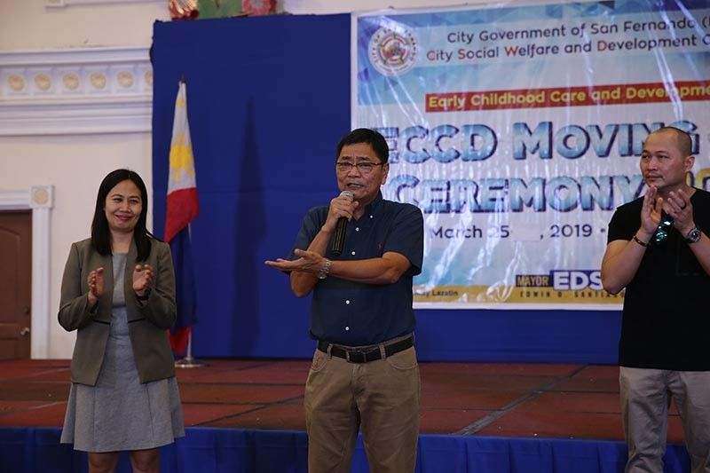 """PAMPANGA. Mayor Edwin """"EdSa"""" Santiago greets completers of the city government's Early Childhood Care and Development (ECCD) program for 2019 during the first leg of moving-up ceremonies on March 25 at Heroes Hall. With him is CSWD Officer Aileen Villanueva and Councilor Tino Dizon. (Photo contributed by CSF-CIO)"""