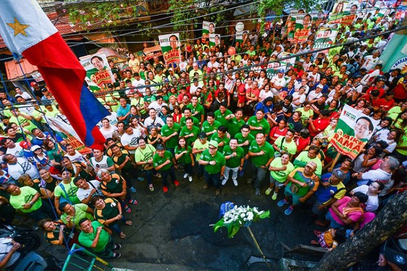 CEBU. Members of the Barug-Team Rama-PDP Laban start their campaign Friday, March 29, in Barangay Ermita, Cebu City. (Amper Campana)