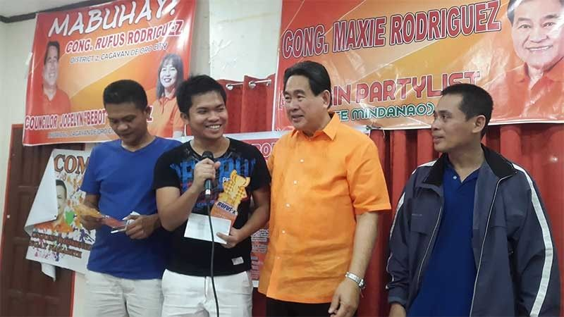 CAGAYAN DE ORO. NM Rustum Tolentino receives the championship trophy from tournament sponsor lawyer Rufus Rodriguez. With them are runner-up Nazario Ubanan, also of Cagayan de Oro, and FM Victor Lluch from Iligan City. (Lynde Salgados)