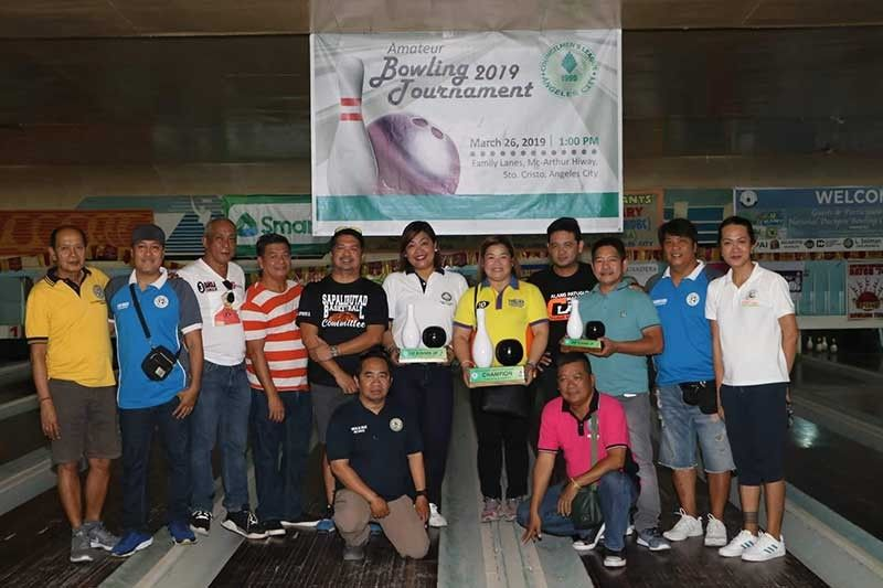 PAMPANGA. Councilmen's League of Angeles City (CLAC) president Thelma Indiongco join fellow officers during the opening ceremony Tuesday, March 26, of the CLAC Amateur Bowling Tournament held at the Family Lane Bowling Center and participated in by kagawads from different barangays. (Photo by Chris Navarro)
