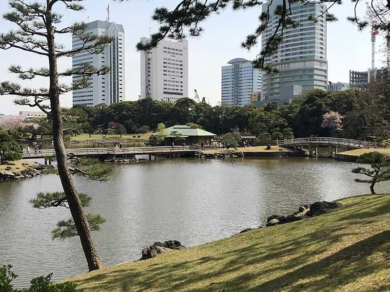 The Shiori Pond, a tidal pond, the central feature of the Hama-rikyu Gardens. (Jinggoy I. Salvador)