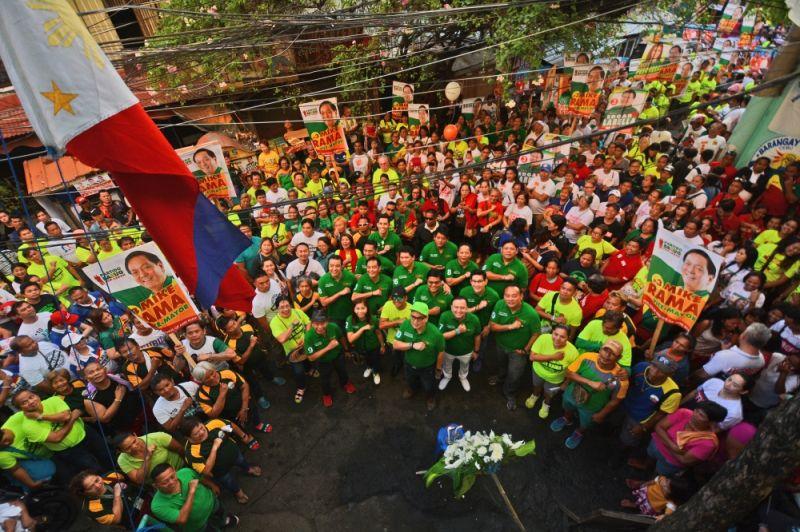SYMBOLISM. Barug PDP-Laban candidates kicked off their campaign sortie in Barangay Ermita,Cebu City in honor of their slain ally Felicisimo