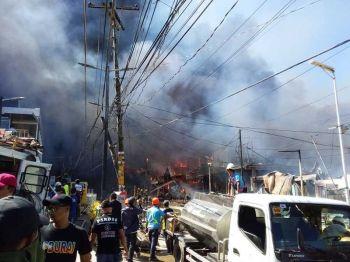 AKLAN. A fire burns several commercial establishments in Boracay Island Friday, March 29, 2019. (Jun N. Aguirre)