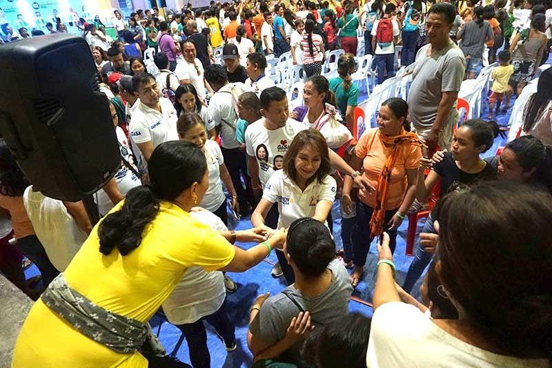 Women Power. One Cebu president and Cebu gubernatorial candidate Rep. Gwen Garcia (Cebu, 3rd District), together with her vice gubernatorial bet Daphne Salimbangon, shakes hands with supporters in San Fernando town, Cebu on Friday, March 29. (SunStar Photo/Alex Badayos)