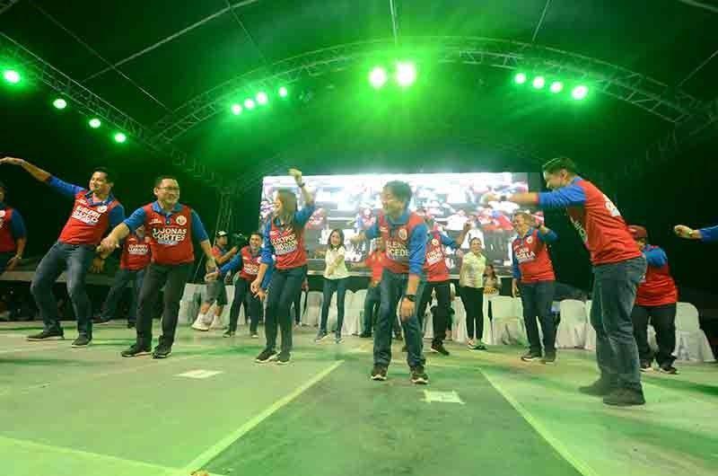 Cortes-slate-with-Gwen-dancing_Tangcawan3-30-19