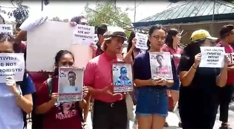 CEBU. Students from the University of the Philippines Cebu hold a protest rally Monday, April 1, in Cebu City over the killing of farmers in Negros Oriental. (Amper Campaña)