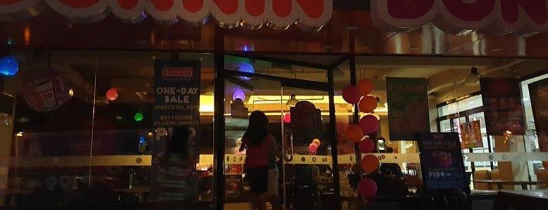 CAGAYAN DE ORO. Pipila ka mga establisimento sa siyudad sa Cagayan de Oro ang niguyog sa Earth Hour pinaagi sa pagpalong sa mga suga niadtong Sabado, Marso 30. (Kris C. Sialana)