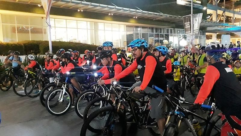 CAGAYAN DE ORO. More than 1,000 bikers, walkers and longboarders traveled around 5.3 kilometers across the busy streets of the city highlighted the celebration of Earth Hour in Cagayan de Oro City last Saturday night, March 30. (Jo Ann Sablad)