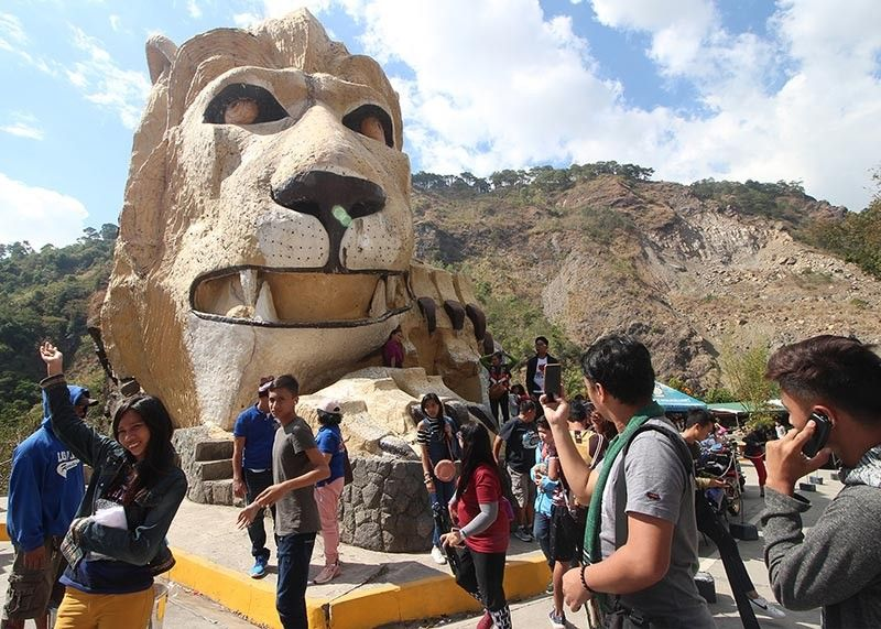 BAGUIO. Tourists stop by the famous lion's head to take photographs. The Department of Public Works and Highways in the Cordillera Administrative Region (DPWH-CAR) said Kennon Road will be opened every 6 p.m. on Fridays until 6 a.m. on Mondays until Holy Week. (Photo by Jean Nicole Cortes)
