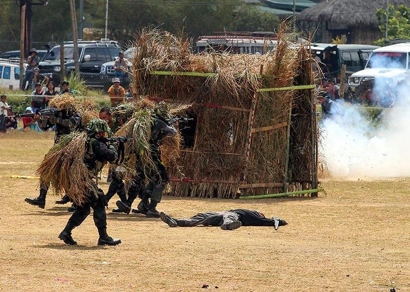 BENGUET. Newly trained police graduates of the Cordillera Administrative Training Center (CARTC) demonstrate actual combat approach during a staged ambush at the Wangal Sports Complex earlier this March. Police and the military are intensifying their security preparations for the coming midterm elections in May. (Photo by Jean Nicole Cortes)