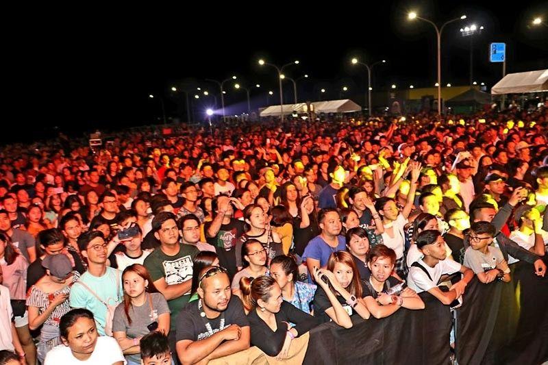 PAMPANGA. Filipino Reggae band 'Brownman Revival' perform well-known hit songs before hundreds of fans during Saturday's Castaway Music Festival 2019 at SM City Telabastagan, City of San Fernando. (Chris Navarro)