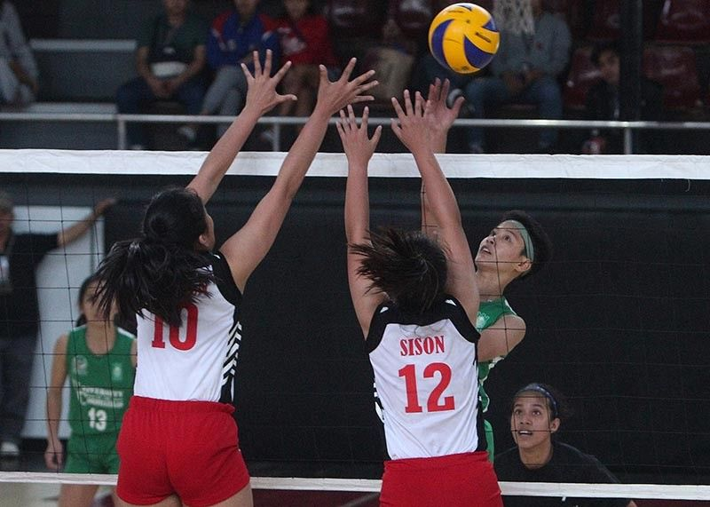 BAGUIO. University of the Cordilleras Lady Jaguars captain Shyna Faye Ong scores past two University of Baguio Cardinals defenders in game 2 of their semi-finals clash of the Baguio-Benguet Educational Athletic League (BBEAL) at UB gym on Monday, April 1, 2019. (Photo by Jean Nicole Cortes)