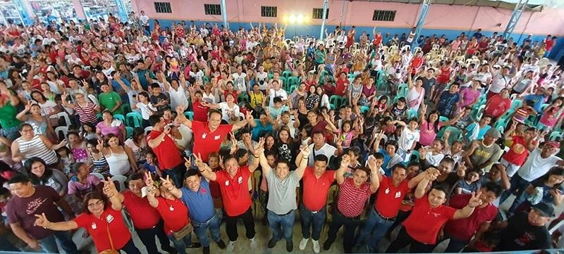 "PAMPANGA. PDP-Laban reelectionist Congressman Juan Pablo ""Rimpy"" Bondoc endorses party-mates San Simon mayoralty candidate Jun Punsalan, his runningmate Migs Yambao and reelectionist and aspiring councilors during the opening salvo at Barangay Concepcion in this town over the weekend. Joining them is reelectionist Board Member Pol Balingit. (Chris Navarro)"