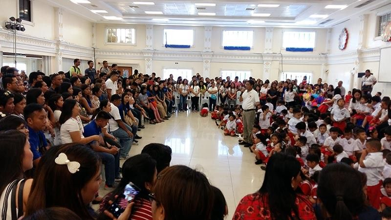PAMPANGA. Mayor Edwin Santiago (C) tells ECCD completers to move up and grab the gift of education the City of San Fernando offers during the moving up rites at Heroes Hall on Tuesday, April 2, 2019. (JTD)