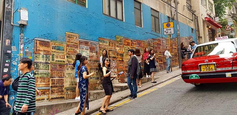 Alex Croft's tenement-inspired murals are so Insta-famous that you need to get in line to get a shot taken. (Kara Mae M. Noveda)