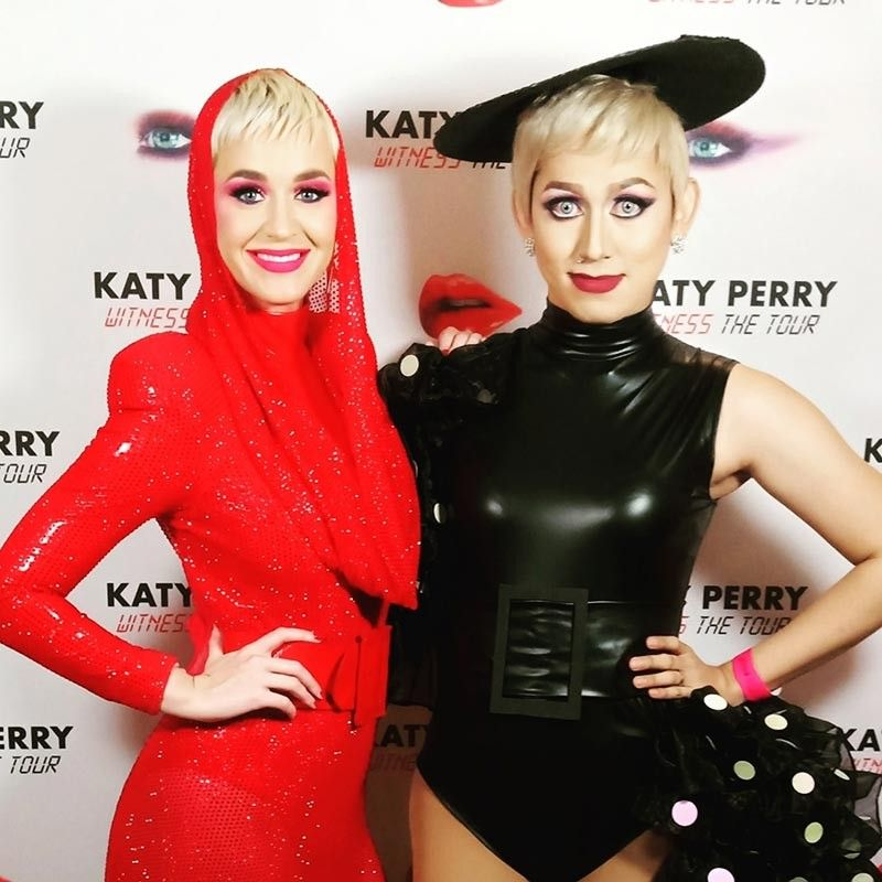 The real Katy Perry and the impersonator (Photo from Lady Gagita Facebook)
