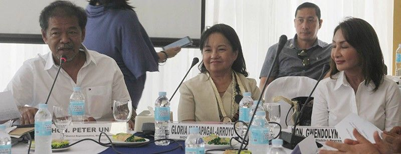 PORT WOES. From left, Misamis Oriental Rep. Peter Unabia, Deputy House Speaker Gloria Arroyo and Rep. Gwen Garcia (Cebu, 3rd) attend the hearing in Tabuelan. (Photo from Congress website)