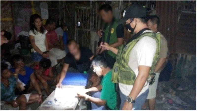NEGROS. Law enforcers dismantle a drug den in San Carlos City. The operation also led to the arrest of six people. (Contributed photo)