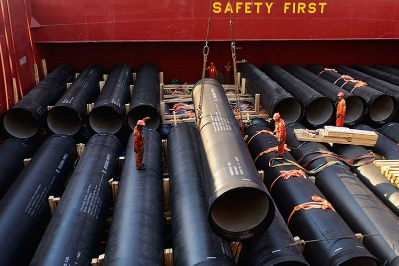CHINA. In this April 1, 2019, photo, workers load cylinders on a container vessel at a port in Qingdao in east China's Shandong province. (AP)
