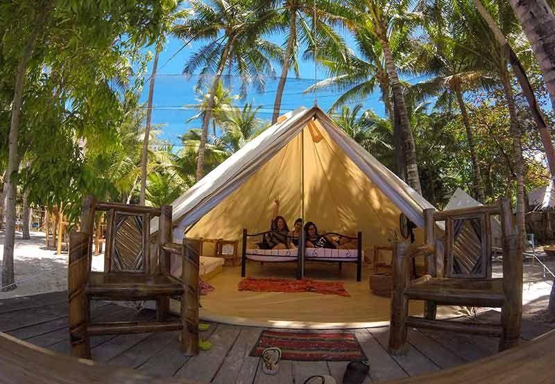 Tent Nga Laysho: Ang hamugaway nga tent mahimong makasud og unom ka tawo tawo mamahimong kabarkada o kapamilya. (Charry Lane Coronel)